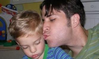 Аутизм: активні тата покращують психічне здоров`я матерів