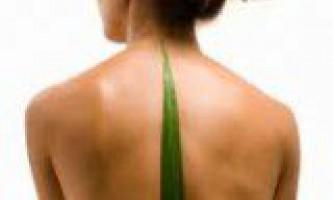 Що сприяє викривленню хребта у людини