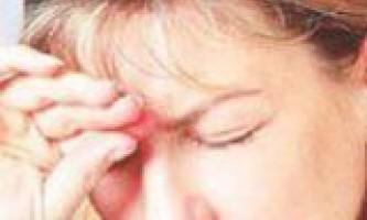Головний біль в області чола