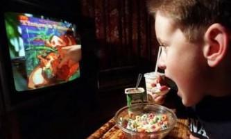 Дослідження: мізки підлітків занадто сприйнятливі до харчової рекламі