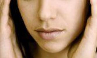 Симптоми хвороби сильний головний біль