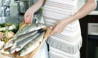 Вчені: під час вагітності обмежте споживання риби