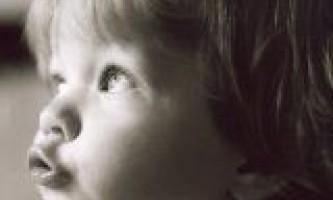 В якому віці дитина починає говорити